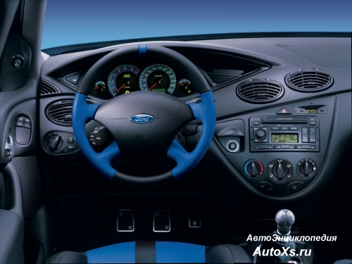 Ford Focus RS (2002 - 2003): фото  торпедо