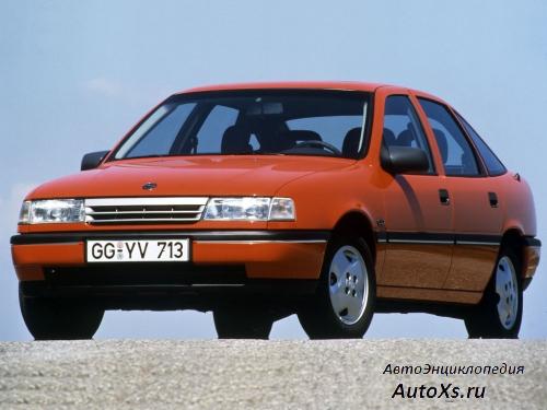 Opel Vectra A Hatchback (1990 - 1992): фото спереди