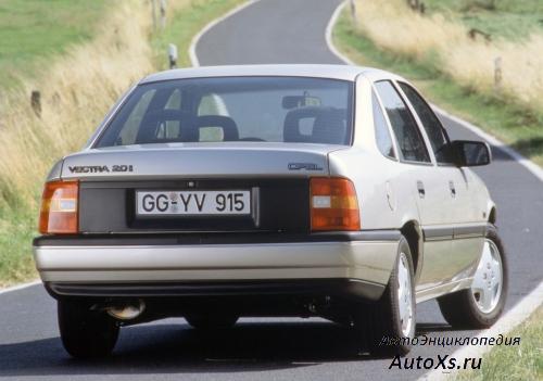 Opel Vectra A Sedan (1988 - 1992): фото сзади