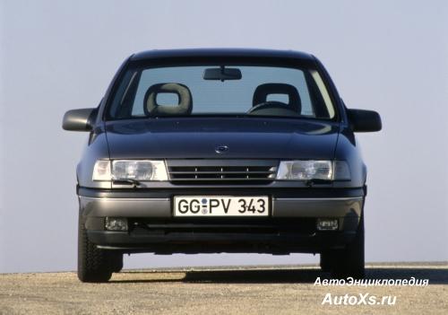 Opel Vectra A Sedan (1988 - 1992): фото спереди 2