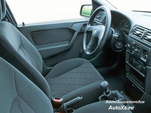 Opel Vectra A Hatchback (1992 - 1994): фото салон и интерьер