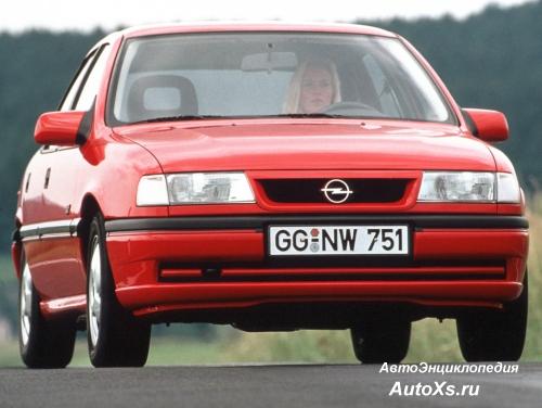 Opel Vectra A Hatchback (1992 - 1994): фото спереди