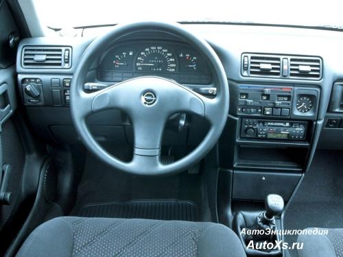 Opel Vectra A Hatchback (1992 - 1994): фото торпедо